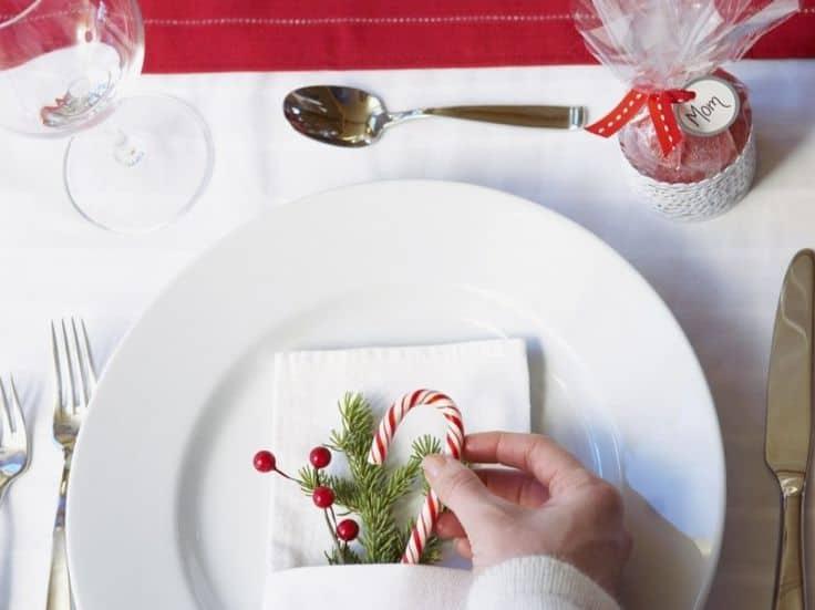 Minimalist Christmas Table Christmas Savings