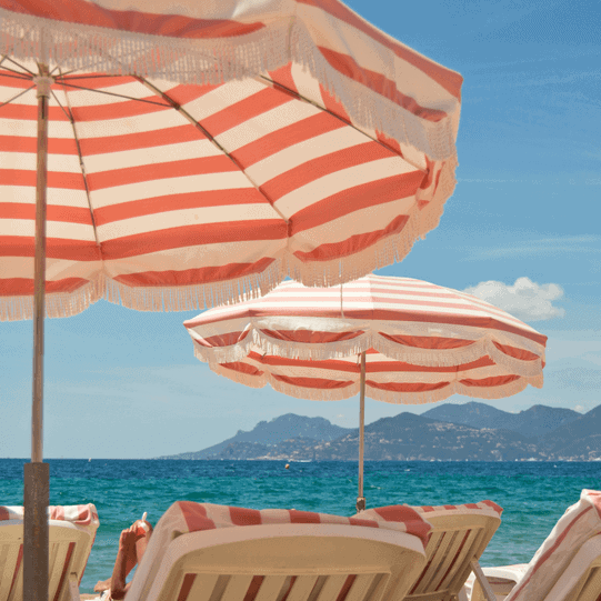 retiree destination sunloungers in South of France